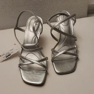 Bandolino women's OBEXX Heeled Sandal Silver 6M US
